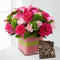 The Blushing Invitations™ Bouquet by FTD®, USA